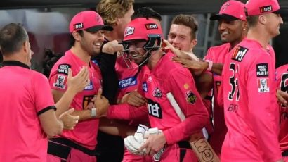 Sixers celebrating their win against the Scotchers at the BBL 2021 Final